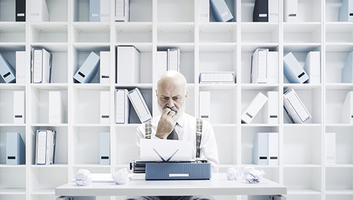 old man writing stokkete-AdobeStock_cover