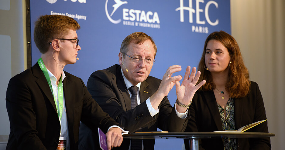 ESA Director General Jan Wörner with students Anaïs Rostand (HEC Paris) and Lucas Gigot (ESTACA)