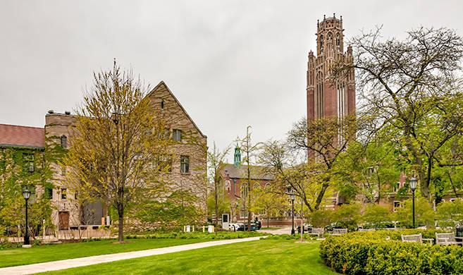 Square of Chicago University campus EleSi-AdobeStock