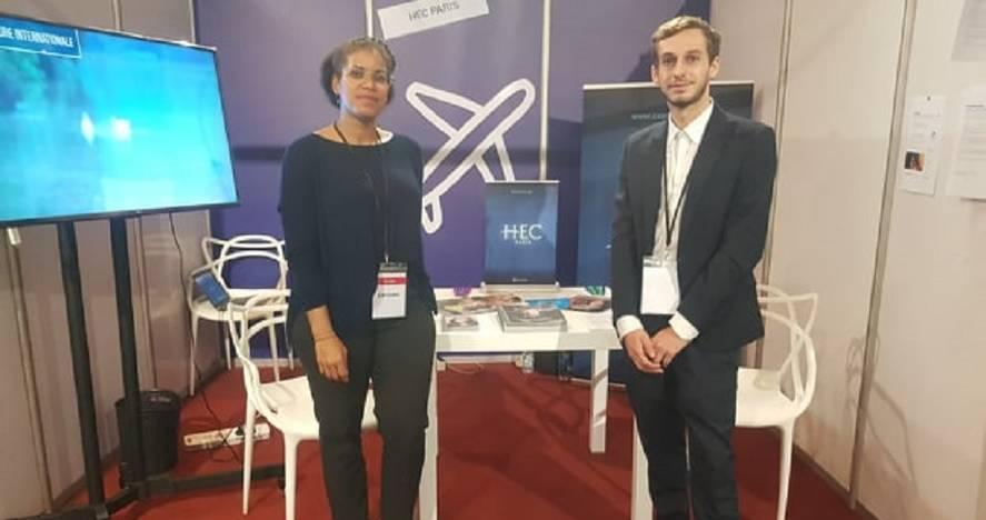 Liliane Bilé, Charles Fayolle devant stand HEC salon enseignement supérieur Abidjan Oct 2019