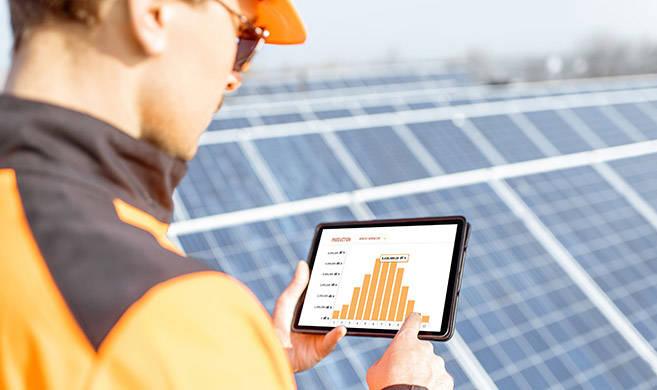 renewable energy manufacturer - rh2010-AdobeStock