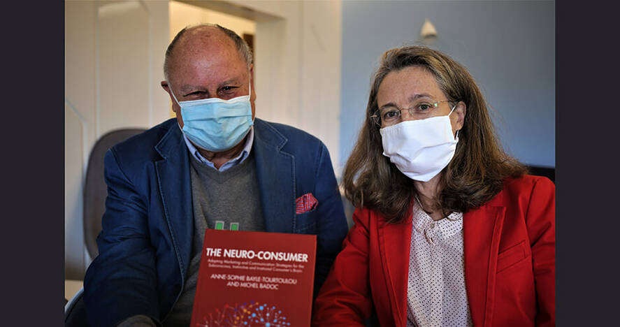 Anne-Sophie Bayle-Tourtoulou and Michel Badoc with masks (© HEC Paris / D. Brown)