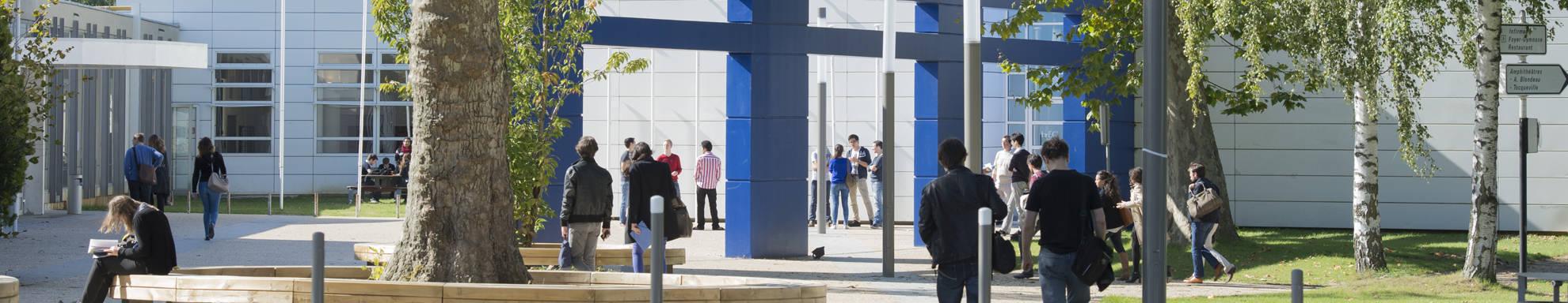 HEC Paris Campus