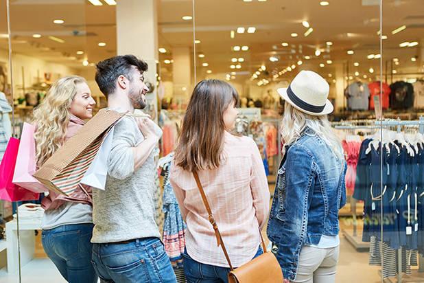 People buying ©Robert Kneschke