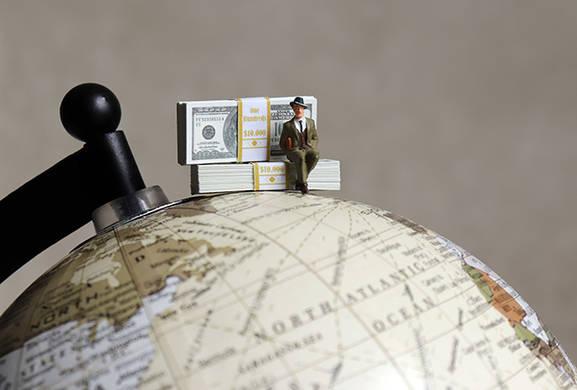 money globe ©Hyejin Kang-AdobeStock