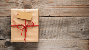 The role of gifts in reestablishing personal and social identity by Tina Lowrey ©Fotolia