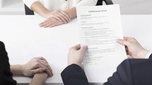 When your CV doesn't interfere with strategic job hopping - Roxana Barbulescu, HEC Paris - ©Adobestock-psdesign1
