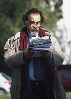 HEC Prof Romain Laufer reading
