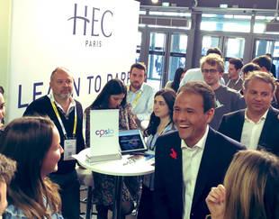 Cédric O. sur le stand HEC Paris à Vivatech