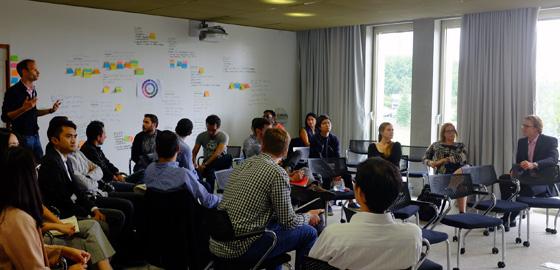 Les étudiants dans le MBA Entreprenariat séduisent les pros avec leur pitch - HEC Paris 2016