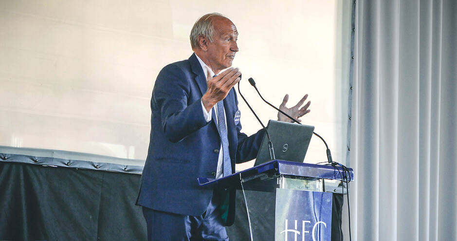 Jean-Paul Agon in front of HEC Paris students - ©Grand Angle